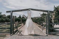 美好的礼服婚礼 免版税库存照片