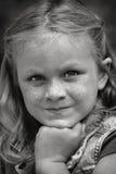 美好的秀丽注视女孩构成自然纵向 图库摄影