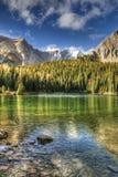 美好的秋天山风景 库存照片