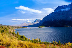 美好的秋天视图去太阳路在冰川国家公园,蒙大拿,美国 图库摄影