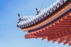 美好的红色塔的冬天季节性图象角落清水寺寺庙的用蓝天背景包括白色雪 图库摄影