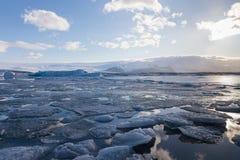 美好的结冰的湖冬天季节 免版税图库摄影
