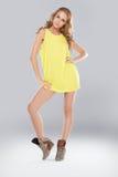 美好的腿长的时装模特儿 免版税图库摄影