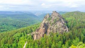 美好的自然保护克拉斯诺亚尔斯克柱子夏天! 库存图片