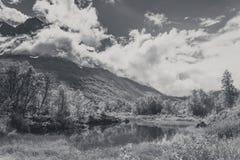 美好的自然挪威山风景 免版税图库摄影