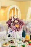 美好的花构成在婚礼之日 免版税库存照片