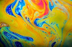 美好的荧光的抽象由肥皂泡的表面上的光形成了 库存照片