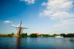 美好的荷兰语登陆风车 免版税库存照片