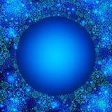 美好的蓝色与雪花的冬天圆的框架 免版税库存图片