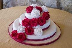 美好的蛋糕婚礼 免版税库存照片