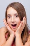 美好的表面女孩看起来惊奇的少年 免版税库存图片