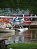 美好的被恢复的赛斯纳185 Skywagon两栖浮游物飞机 免版税库存图片