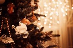 美好的装饰的圣诞节和新年树 图库摄影