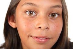 美好的褐色关闭注视女孩少年  库存照片