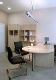 美好的设计内部现代办公室 免版税图库摄影