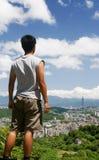 美好的都市风景人立场 库存图片