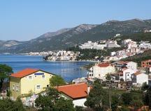美好的都市风景在涅姆的春天亚得里亚海的海岸的 免版税库存图片