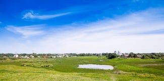 美好的都市风景 苏兹达尔老俄国镇的看法  Gol 免版税图库摄影