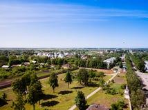 美好的都市风景 苏兹达尔老俄国镇的看法  Gol 免版税库存图片