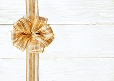 美好的金子圣诞节弓 库存图片