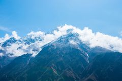 美好的雪污蔑山风景,迁徙的路线到 图库摄影