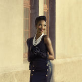 美好的非裔美国人的模型微笑的转动的头 免版税库存照片