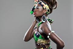 年轻美好的非洲时装模特儿。 图库摄影