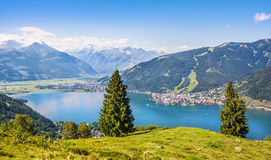 美好的风景与阿尔卑斯和在滨湖采尔,奥地利 图库摄影