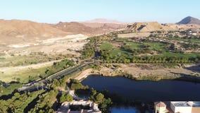 美好的风景和修造的鸟瞰图沿湖拉斯维加斯 股票视频