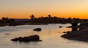 美好的风景在日落期间的一个湖 库存照片