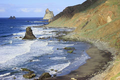 美好的风景有大西洋和海滩与黑沙子的Benijo的看法在特内里费岛 库存图片