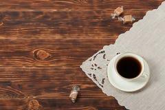 美好的骨瓷茶杯和板材  库存图片