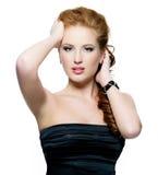 美好的魅力红发妇女纵向  免版税库存照片