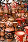 美好的黏土现有量手工制造被绘的罐 库存图片