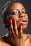 美好的黑色headshot固定红色妇女 免版税库存照片