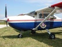 美好的经典全民用空中巡逻赛斯纳182个Skylane航空器 库存照片