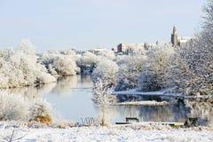美好的晴天在河的冬天 库存图片