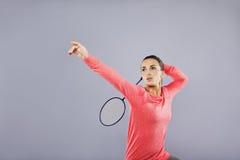 美好的年轻女性使用的羽毛球 图库摄影