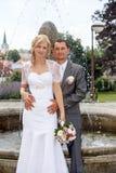 美好的年轻婚礼夫妇 免版税库存照片