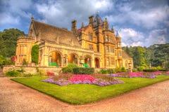 美好的9月阳光和温暖的天气吸引访客到庭院在Tyntesfield议院, Wraxhall,北部萨默塞特,英国 免版税库存图片