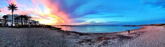 美好的晴朗的海滩天在福门特拉岛西班牙 免版税库存照片