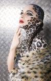 美好的年轻欧洲模型画象在猫构成和bodyart的 免版税库存照片