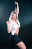 美好的年轻白肤金发的跳舞的画象 免版税库存图片