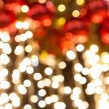 美好的黄色在浅dof的圣诞节彩色小灯 免版税库存图片