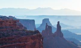 美好的Canyonlands视图,从Mesa曲拱 免版税库存照片