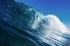 美好的Surfin的海洋背景大Shorebreak波浪 免版税库存图片