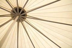 美好钢屋顶捆的对准线 免版税库存照片