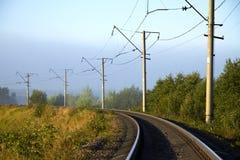 美妙地弯曲的铁路 免版税库存图片