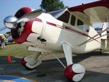 美妙地被恢复的古色古香的霍华德DGA航空器 库存图片