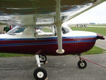 美妙地被恢复的赛斯纳150 J教练员飞机 库存照片